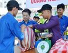 """""""Giải cứu"""" dưa hấu, hỗ trợ sinh viên quê Quảng Ngãi"""