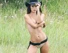 Alessandra Ambrosio cởi áo khoe thân