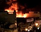 Xưởng nhựa ở Sài Gòn bùng cháy dữ dội