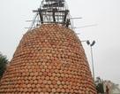 """Cây thông Noel """"khủng"""" được làm từ... hơn 5.000 chiếc nồi đất"""