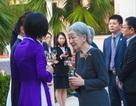 Hoàng hậu Michiko thích thú với tà áo dài Việt Nam