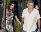 Vợ George Clooney thon thả tái xuất sau khi sinh con