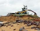 """Sóng lớn """"xóa sổ"""" khu sửa chữa tàu thuyền lớn nhất tỉnh Phú Yên"""