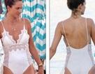 Alessandra Ambrosio trẻ trung với áo tắm màu trắng