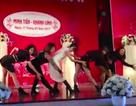 Cô dâu và bạn bè nhảy quyến rũ trong ngày cưới