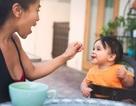 Vì sao nên cho trẻ ăn trứng và lạc ngay từ khi ăn dặm?