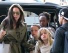 Angelina Jolie xuất hiện xinh đẹp cùng các con tại sân bay