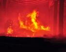 Xưởng gỗ rộng hàng trăm m2 bốc cháy ngùn ngụt trong đêm