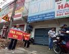 Hàng chục người dân kéo đến trụ sở Quỹ tín dụng nhân dân để đòi tiền