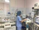 6 trẻ nhiễm khuẩn điều trị viện Nhi Trung ương được tiếp xúc với mẹ