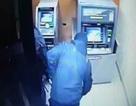 Thanh niên đi xe đạp phá trụ ATM trộm tiền bất thành