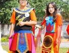 Học sinh thích thú với giờ thực hành môn Văn học tại Cổ Loa