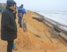 Vì sao kè biển 60 tỷ đồng ở Quảng Bình bị sóng đánh vỡ?