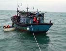 Giải thoát kịp thời 6 ngư dân trước khi tàu cá bị nước tràn khoang
