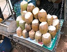 Phát hiện cơ sở nhúng dừa vào chất lạ sau khi gọt vỏ