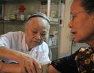 Gặp cụ bà U80 có 25 năm mở phòng khám miễn phí ở Hà Nội