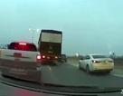 Hà Nội: Bán tải khiêu khích, tạt đầu xe tải trên đường vành đai 3