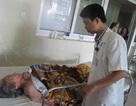 Phẫu thuật lấy khối u buồng trứng cho cụ bà 100 tuổi