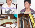 Bắt 2 đối tượng mua bán ma túy,  phát hiện hàng chục dao, kiếm các loại
