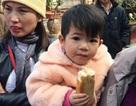 Bé gái 2 tuổi bị bỏ lại chùa Hòa Lạc
