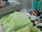 Bé gái sinh thiếu tháng thoi thóp trong túi nilon đặt trước cửa nhà dân