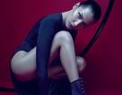 Bella Hadid khoe chân dài miên man