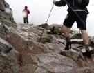 Nam sinh 19 tuổi đi giày cao gót chinh phục đỉnh núi cao nhất nước Anh