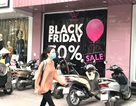 Ồ ạt giảm giá 50%: Ùn ùn ra phố, tranh nhau mua hàng
