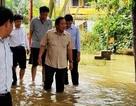 """Bộ trưởng Trương Minh Tuấn lội vào vùng """"rốn lũ"""" Thừa Thiên Huế"""