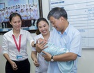 Nhờ người bế con, bà mẹ trẻ bỏ lại bé trai kháu khỉnh 5 ngày tuổi tại bệnh viện
