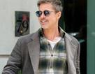 Brad Pitt tươi rói khi tiếp xúc với phóng viên