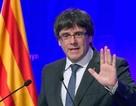 Catalonia ký tuyên bố độc lập, nhưng hoãn ly khai Tây Ban Nha