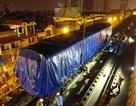 Cẩu thành công toa tàu đầu tiên lên ray đường sắt trên cao