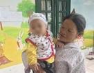 Bé 7 tháng bị bỏ rơi tại Hà Nội chính thức được bà ngoại đón về
