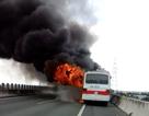 Xe khách 50 chỗ bốc cháy ngùn ngụt trên cao tốc Trung Lương