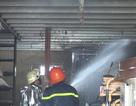 Cháy xe tải lan sang 3 nhà dân