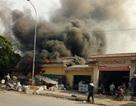 Cháy ki ốt tại cổng chợ, nhiều người dân hoảng loạn