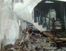 Vết dầu loang tại hiện trường vụ thuê người đốt nhà anh chồng