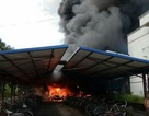 Cháy lớn nhà để xe, hơn 100 xe máy, xe đạp bị thiêu rụi