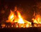 Sau tiếng nổ lớn, xưởng nệm cháy dữ dội