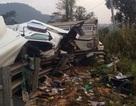Một giờ nỗ lực giải cứu 2 người mắc kẹt trong xe container lật trên đèo