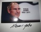 Cuốn tạp chí có chữ ký Steve Jobs được bán với giá... hơn 1,15 tỷ đồng
