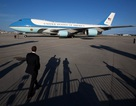 """Máy bay """"lạ"""" bay quá gần chuyên cơ chở Tổng thống Trump"""