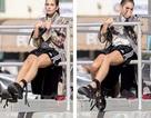51 tuổi, siêu mẫu Cindy Crawford tự tin diện quần ngắn tạo dáng trước ống kính