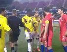 """Cầu thủ Hàn Quốc bị đối thủ chế nhạo """"mắt híp"""""""