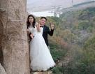 Cặp đôi liều lĩnh leo vách núi thẳng đứng chụp ảnh cưới
