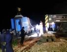 Vụ tàu hỏa tông xe tải: Nỗ lực để thông đường sắt vào ngày mai