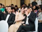 Đan Lê không ngại âu yếm chồng trước mặt đám đông