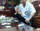 Giám đốc bệnh viện đánh bài ăn tiền bị cảnh cáo