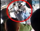 Một nam thanh niên bị nhóm đối tượng đánh tới tấp trên xe buýt
